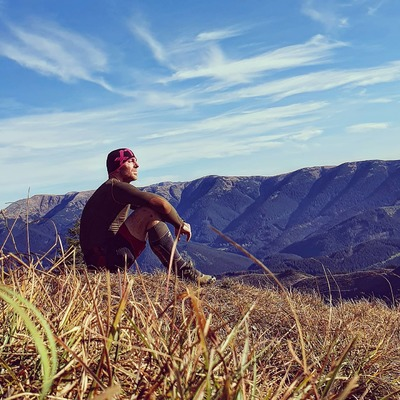 S XTECHom na horách sa cítim vždy v pohode. Nemusím si brať na turistiku žiadny batoh so suchým oblečením, pretože som pocitovo stále v suchu a nechladí ma mokré tričko. Pot pekne odvedie do vonkajšej vrstvy a ja sa cítim komfortne 🙏. Čapicu mám najradšej zo všetkých čo som doteraz vyskúšal, nie je príliš teplá a je funkčná 🏃♀️, na tréning ako stvorená. S ponožkami podľa mňa nemáme konkurenciu v kvalite, žiadne vyťahané džochy po prvom opratí + vyzerajú bombovo 😍. Tie sa predávajú samé 🤷♂️. #liptaci #slovensko #slovakia #xtechsportskcz #nizketatry #lowtatras #vysoketatry #hightatras #hiking #turistikanaslovensku #odporucajanozmociara